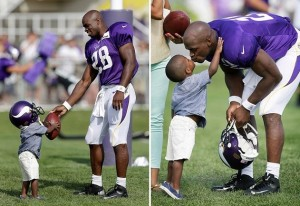 Adrian-Peterson-and-his-son-300x206.jpg