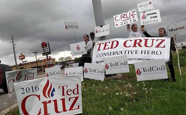 Ted Cruz IN Indianapolis sign wave 2